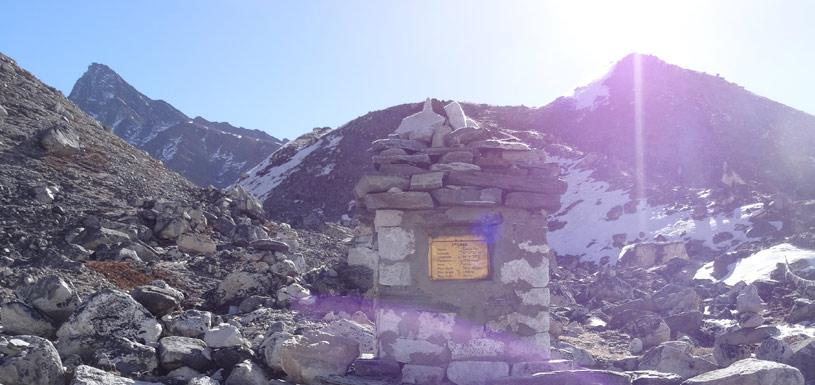 The sacred Mani wall at Gokyo Tso