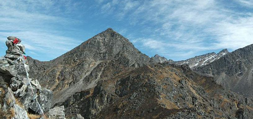 Rocky high hills near Gosainkunda lake